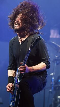 Dave Grohl Foo Fighters Glastonbury 2017
