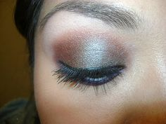 Product in Motion - Urban Decay Lounge eyeshadow