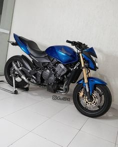 Aquela to sonhada guibxl . Ducati, Yamaha, Super Bikes, Motogp, Triumph Tiger 800, Motos Honda, Cafe Racer Bikes, Cool Inventions, Bike Life