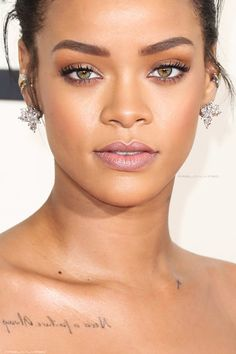 Rihanna x Grammy 2015