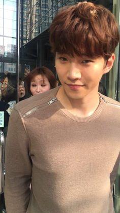 Inserido Korean Fashion Men, Korean Men, Korean Actors, Pink Fuzzy Sweater, Dp Photos, Lee Junho, Talent Agency, Lee Joon, My Man