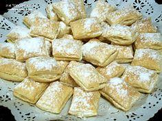 Miguelitos: pastelitos de hojaldre rellenos de crema pastelera