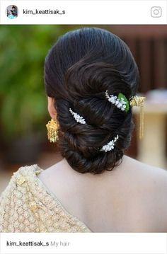 Read more about beautiful hairstyles Dress Hairstyles, Fancy Hairstyles, Bride Hairstyles, Hairstyles Haircuts, Beautiful Hairstyles, Long Hair Wedding Styles, Wedding Hair Flowers, Flowers In Hair, Curly Hair Styles