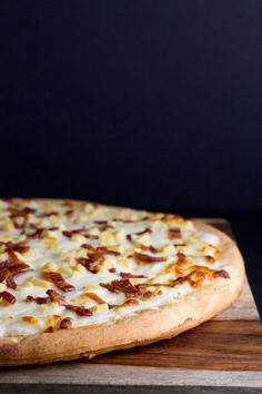 Garlic Mashed Potatoes Pizza #client #SimplyPotatoes - poet in the pantry