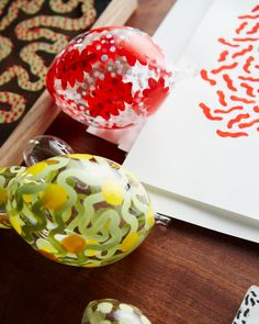 Hand-painted glass eggs in different colours and sizes, with patterns created by artist and illustrator Siri Carlén. The inspiration is sprung from nature, contemporary art and historical craftsmanship. Easter Table Settings, Siri, Different Colors, Illustrator, Contemporary Art, Eggs, Hand Painted, Colours, Holidays