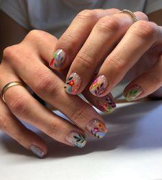 """🔷KRISTINA🔷 on Instagram: """"Классический маникюр/ гель лак спасибо за идею @_moon_nails_ 💐🌱🌿 #маникюр #дизайнногтей #рисункинаногтях #отруки #nails #nailart…"""""""