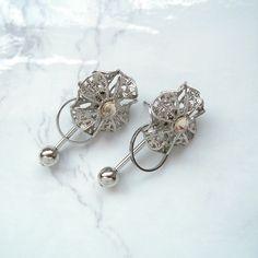 お花の透かしパーツを組み合わせて、立体的な円盤型のパーツを作りました。正面から見ると、絞り出しクッキーのようにも見えます。... Blog Entry, Diamond Earrings, Jewelry, Jewlery, Jewerly, Schmuck, Jewels, Jewelery, Diamond Drop Earrings