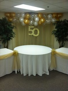 50th Wedding Anniversary Balloon Swag-   also notice the simple greenery and golden 50! easy!