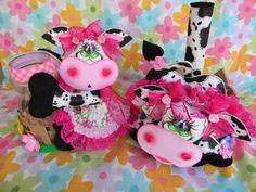 As mais lindas vaquinhas decorativas com moldes Kitchen Hot Pads, Cow Kitchen, Pink Cow, Sewing Projects, Projects To Try, Chicken Crafts, Lulu Love, Cow Pattern, Cow Art