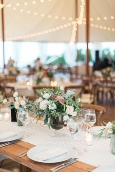 La Tavola Fine Linen Rental: Bass Natural Table Runner | Photography: Leila Brewster, Event Design & Planning: TRUE Events, Floral Design: Hana Floral Design, Rentals: Rentals Unlimited