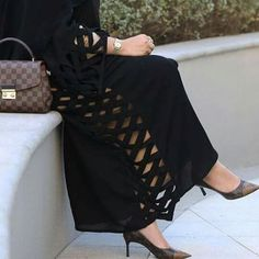 Shared by Find images and videos about shoes, luxury and heels on We Heart It - the app to get lost in what you love. Abaya Fashion, Muslim Fashion, Modest Fashion, Fashion Dresses, Burqa Designs, Abaya Designs, Modern Abaya, Hijab Style Tutorial, Iranian Women Fashion
