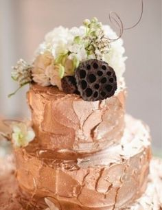 We are more than a little obsessed with this rose gold-hued buttercream.