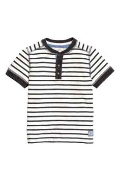 Shop kids clothing and baby clothes at H&M – We offer a wide selection of children's clothing at the best prices. Shop online or at a store near you. Boys Clothes Online, Kids Clothing, Latest T Shirt, H&m Online, Henley Shirts, Boys T Shirts, Summer Wardrobe, Boy Fashion, Fashion Online