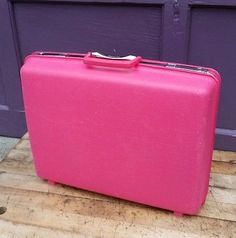 4e516df2c14e Vintage PINK Samsonite Saturn Suitcase Travel Bag TWO KEYS Clean and Stylish