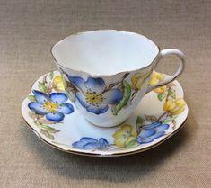 Tea Sets Vintage, Vintage Cups, Vintage Dishes, Vintage China, Tea Service, How To Make Tea, Cup And Saucer Set, Afternoon Tea, Tea Party
