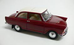 Modellauto / Standmodell von Revell 1:18 unbespieltes Vitrienenstück $28.00