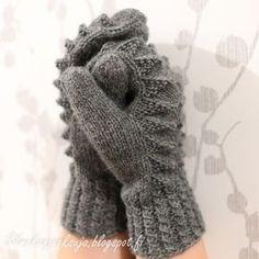 Eräänä päivänä teki mieli neuloa lapaset. Näissä harmaissa lapasissa olen kokeillut paria minulle uutta tekniikkaa; kierrejoustinta ... Knit Mittens, Mitten Gloves, Knitting Socks, Knit Socks, Knitting For Kids, Crochet Clothes, Handicraft, Cross Stitch Patterns, Needlework