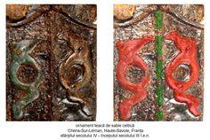 Teaca unei săbii descoperită în mormântul unui războinic celt, la Chens-Sur-Léman (Haute-Savoie), Franța, datată la sfârșitul secolului IV - începutul secolului III î.e.n. Dragoni sunt afrontați față de reprezentarea Pomului Vieții-Coloana Cerului, substituit prin nervura-axă de simetrie a tecii.