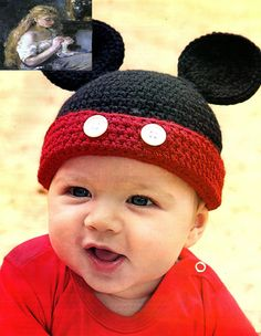 MATERIALES: 100 gramos de fibra acrílica finita color negro en hilado doble, 25 gramos de color rojo; Aguja de crochet nº 3 y nº 4 de a...