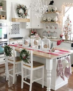 40 charming christmas kitchen decor ideas to try right now 37 Decor, Christmas Kitchen Decor, Christmas Kitchen, Kitchen Decor, Home Remodeling, Home Decor, Christmas Bedroom, Vintage Dining Room, Holiday Kitchen