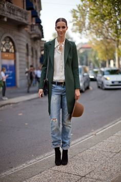 Street Style Spring 2013 - Milan Fashion Week Street Style - Harper's BAZAAR How to wear baggy jeans and heels Grunge Look, Style Grunge, 90s Grunge, Soft Grunge, Grunge Outfits, Fall Outfits, Casual Street Style, Casual Chic, Printemps Street Style