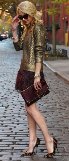 Burgundy feathered skirt and Michael Kors metallic gold woven shirt and clutch. I love every piece of this outfit but those shoes are horrifying! They ruin the entire outfit! Mode Chic, Mode Style, Style Me, Club Style, Look Fashion, Womens Fashion, Fashion Trends, Club Fashion, Fashion Blogs