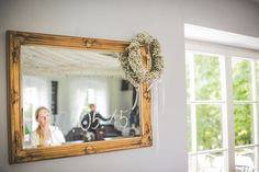 Wianek z lustrem - dekoracja za Parą Młodą / wreath on the mirror. #decoration #wedding #flowers #rustic #bouquet