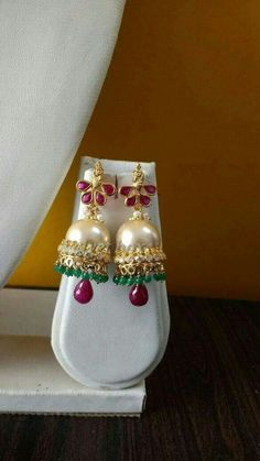 Pick beautiful and the latest range of Wedding Earring Online in India. Gold Jhumka Earrings, Gold Earrings Designs, Bridal Earrings, Necklace Designs, Star Jewelry, Gold Jewelry, Jewelery, Traditional Earrings, Jewelry Patterns