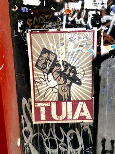 TUIA !   #StreetArt #Street #Art #Barcelona #B4S #Bcn #Catalonia #Inspiration #FOS #FreedomOfSpeech #Artist #Paintbrush #Red #Power #ExpressYourself #Peace&Love #Peace #Love