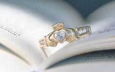 Wear a Claddagh ring at your traditional Celtic wedding. Irish Wedding Rings, Unusual Wedding Rings, Celtic Wedding Bands, Wedding Rings Vintage, Wedding Rings For Women, Unique Rings, Wedding Unique, Wedding Ideas, Red Wedding