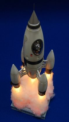Very Neat ignition effect Retro Rocket, Sci Fi Models, Garage Kits, Space Rocket, Modeling Tips, Space Crafts, Retro Futurism, Life Drawing, Plastic Models
