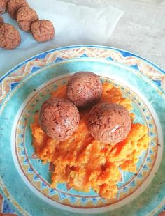 These veggie meatballs are so easy to make, using ingredients you probably already have in your kitchen plus they're full of fiber and can be gluten free too! #veggie #meatfree #vegan #healthyfood #healthyeats #beans Veggie Meatballs, Meatball Casserole, Whole Food Recipes, Healthy Recipes, Mashed Sweet Potatoes, How To Cook Quinoa, Dried Tomatoes, Smoked Paprika, Sun Dried
