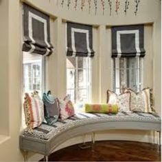 Stripe/banding Roman shades and window seat. Home Design, Interior Design, Store Bateau, Bedroom Seating, Banquettes, Curtains With Blinds, Roman Blinds, Valances, Custom Window Treatments