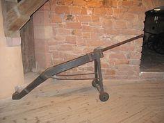 Canon primitif dans le grand bastion du château du Haut-Koenigsbourg.