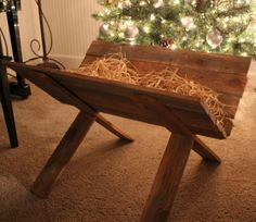 Wood you like to craft?: Wood Manger-Crafty Sisters