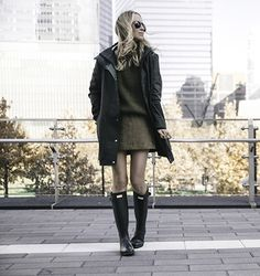 Helena Glazer is cute and seasonal in this luscious green outfit, consisting of a cable knit sweater, a mini skirt, and a classic raincoat. Definitely wear this style with hunter boots to capture that countryside chic style!  Boots/Coat: Hunter, Sweater: J Crew, Skirt: Maje.