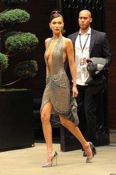 All of Bella Hadid's Best Outfits, in One Place Bella Hadid Photos, Bella Gigi Hadid, Bella Hadid Style, Look 2018, Dark Fashion, Woman Crush, Ideias Fashion, Sexy Women, Celebrities