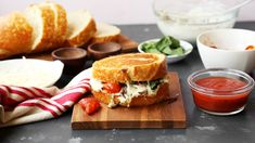 It's your two favorite carby comforts in ONE.  Save the recipe for Lasagna Grilled Cheese 👍 Grilled Cheese Recipes, Grilled Cheeses, Best Comfort Food, Comfort Foods, Sweet Italian Sausage, Grilling Recipes, Veg Recipes, Recipes Dinner, Easy Recipes