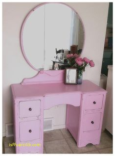 38 Super Ideas For Makeup Vanity Redo Storage Best Vanity Mirror, Diy Vanity Mirror With Lights, Vanity Redo, Cool Mirrors, Makeup Storage Dresser, Makeup Brush Storage, Mirror With Light Bulbs, Makeup Looks Winter, Best Makeup Palettes