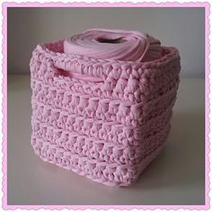 Square basket / vierkant mandje - free crochet pattern in English and Dutch by Ilse Naaijkens Crochet Basket Tutorial, Crochet Basket Pattern, Knit Basket, Crochet Patterns, Crochet Baskets, Crochet Bowl, Crochet Yarn, Crochet Stitches, Free Crochet