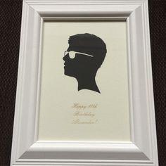 Boy / Man With Glasses Silhouette in White 5 x 7 inch Frame and Happy Birthday Text Engraving #silhouette #silhouette #manwithglasses #mangift #boygift #birthdaypresent #birthdaygift #giftsforhim #birthdaygiftidea #familygift #portrait #mancave #18birthday #happybirthday #framedart