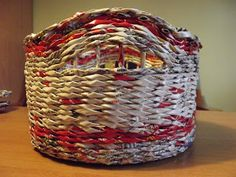 It is a basket made ​​by hand by me. Feel free to visit my blog