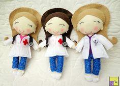 Bonecas psicóloga e enfermeiras