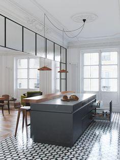 kuchnia   biało-czarna podłoga + biała sztukateria + czarna wyspa kuchenna + miedziane lampy
