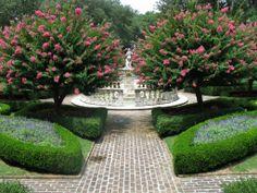 Elizabethan Gardens – Perfect Symmetry