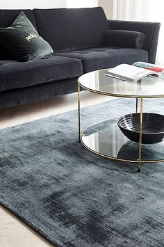 21 Ideas Home Desng Modern Living Room Room Rugs, Rugs In Living Room, Home And Living, Living Room Decor, Interior Design Living Room Warm, Apartment Interior Design, Living Room Designs, Living Room Inspiration, Industrial Lighting