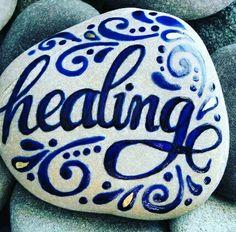 Salud en piedras lettering