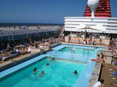 Recorde de passageiros na temporada de cruzeiros. Turistas que viajaram a bordo de navios pelo país somaram 5% da marca mundial. Leia mais: