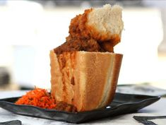 Get Bunny Chow Recipe from Cooking Channel Curry Recipes, Wine Recipes, Snack Recipes, Peppermint Crisp Tart, South African Recipes, Ethnic Recipes, Caramel Treats, Traditional Taste, Carrot Salad