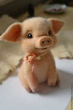 The most adorable piglet I've ever had the pleasure :) Felting Wool Animals, Wool Needle Felting, The Heat, Felt Animals, Cute Funny Animals, Cute Baby Animals, Animals And Pets, Felted Wool Crafts, Cute Animal Drawings
